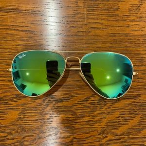 Near Mint Condition Ray Ban Mirror Aviators and Case